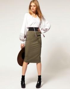 блузка белого цвета и юбка